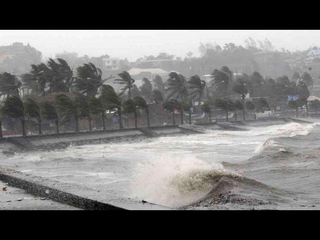 Filippine: un milione di sfollati per ciclone Hagupit - Video - Foto