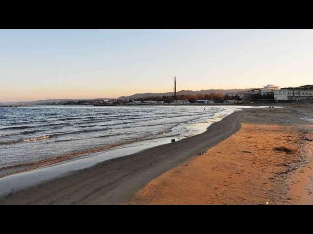 Pescara, trovato il cadavere di un uomo sulla spiaggia