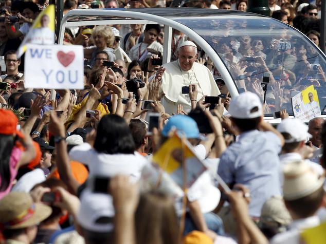Giovani, immigrati e anziani: le battaglie di Papa Francesco