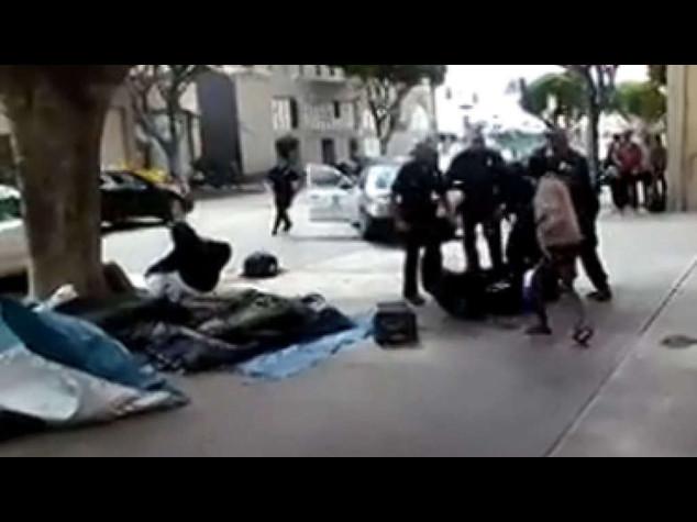Usa: polizia spara e uccide senzatetto, e' polemica (VIDEO)