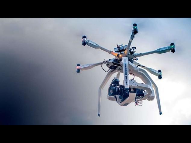 Cielo pieno di droni, si diventa piloti con corso online