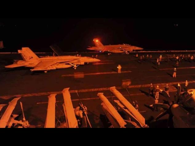 Fbi: allarme terrorismo in Europa Notte di raid contro l'Isis in Siria