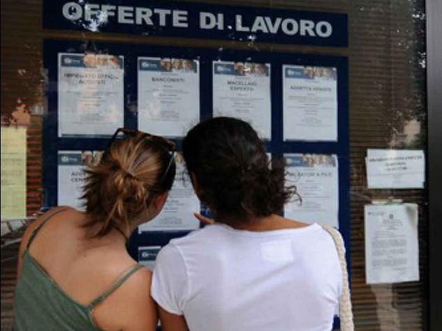 Record disoccupazione giovanile, oltre 44%