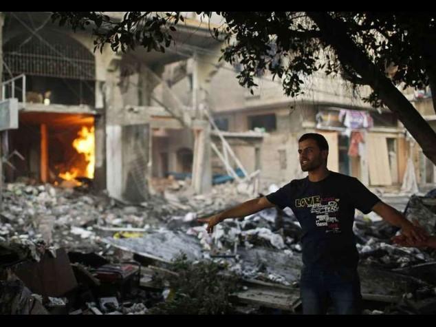 Notte di bombardamenti su Gaza Pressing palestinese all'Onu