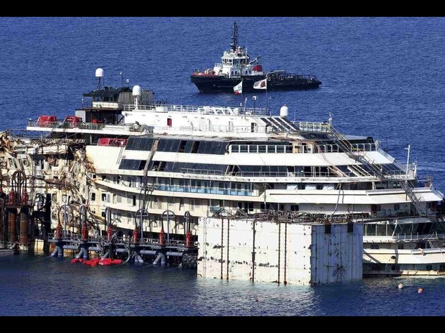 Shipwrecked Costa Concordia floats again