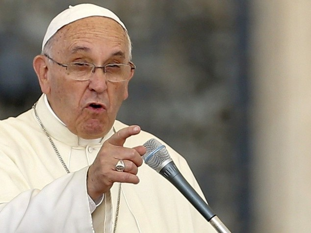Papa: corruzione e' ruggine corrosiva, essere politici onesti puo' renderci santi