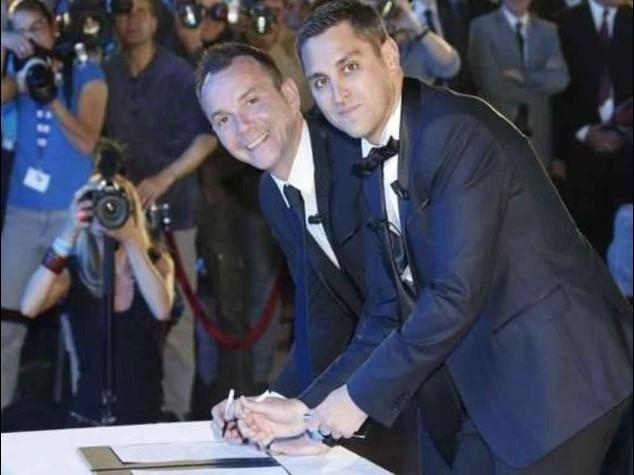 Gay: coppie sposate pronte ad andare in Europa, anche contro Pd