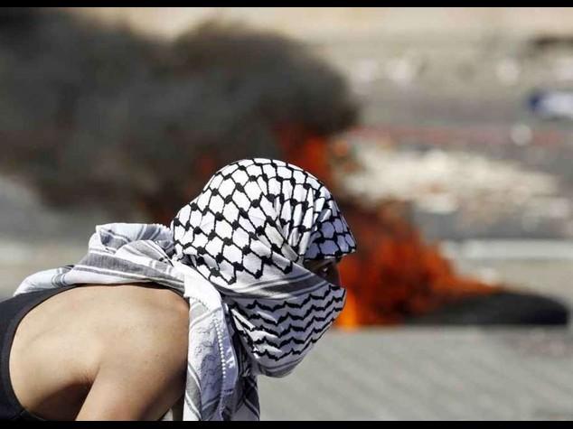 Rabbia e dolore a Gerusalemme, scontri a funerali del palestinese