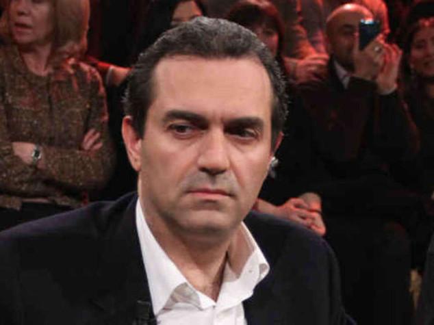 De Magistris non e' piu' sindaco  Il prefetto firma la sospensione