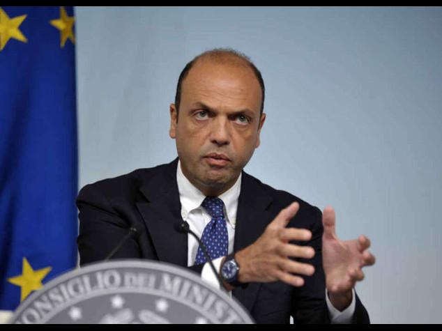 """Terrorismo: Alfano, Roma nel mirino dell'Isis, """"non abbassiamo la guardia"""""""