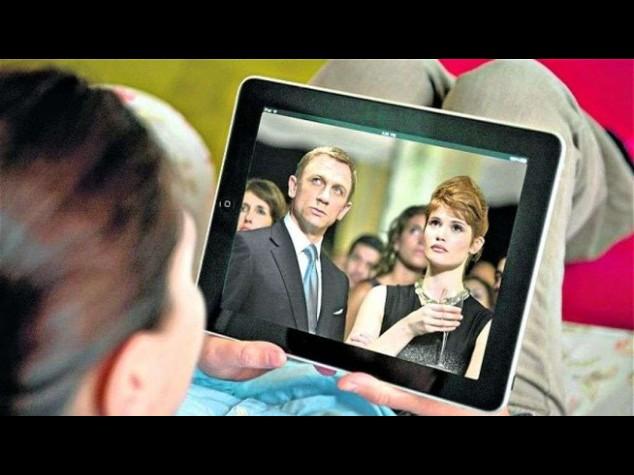 Meno tv nelle case britanniche, colpa di tablet e canone alto