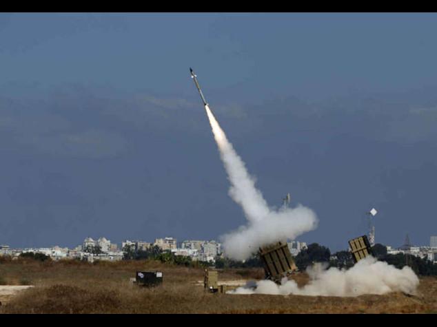 Pioggia di razzi su Israele, suona a piu' riprese l'allarme