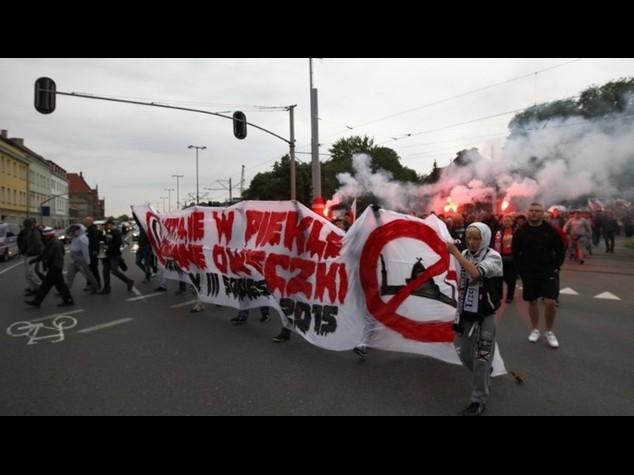 Migranti: a Varsavia, cinquemila in marcia contro il loro arrivo