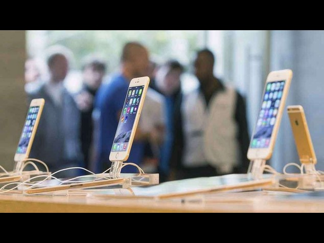 Apple-mania: da New York a Hong Kong, migliaia in coda per iPhone 6 - Video