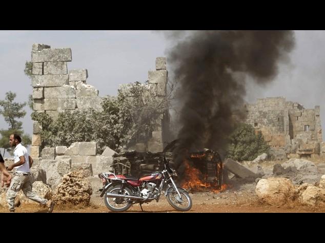 Siria: Ong, Russia colpisce altri obiettivi non Isis. Uccisi 39 civili