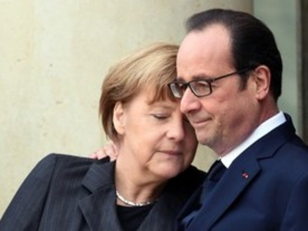 Merkel invita a Berlino Hollande e Juncker, vertice Ue senza Italia