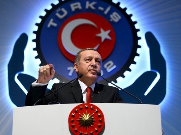 Russia-Turchia, è pace fatta: telefonata fra Putin ed Erdogan, abolite sanzioni turistiche