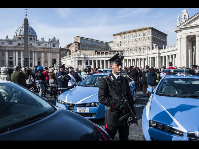 Nudo nella Basilica di San Pietro, fermato un italobrasiliano