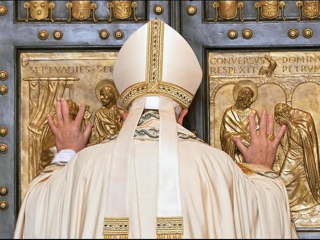 Il Papa ha aperto la Porta Santa
