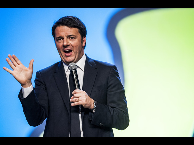 """Renzi rilancia sulla scuola """"cattedre per 63mila prof"""""""