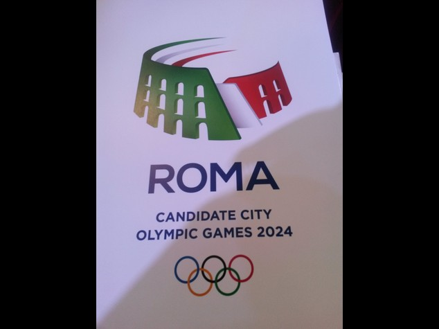 Un Colosseo tricolore, ecco il logo per Roma2024