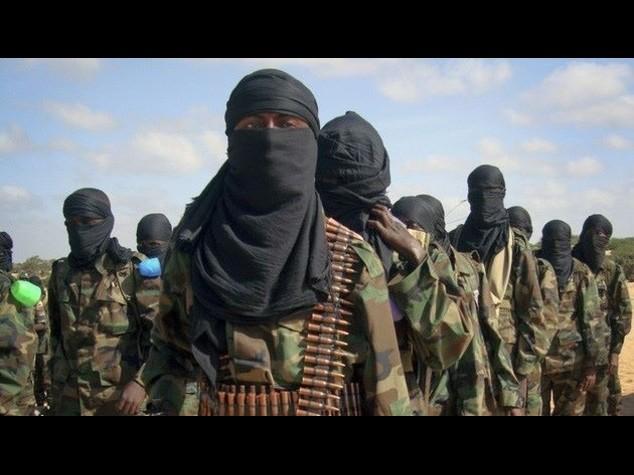 Isis, la madre lo ostacola lui la uccide