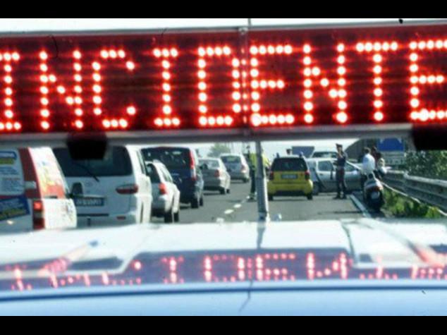 Frontale tra auto e furgone, 4 morti nel Mantovano