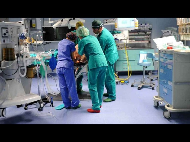 Aids: due guarigioni totali, decisivo il trapianto di midollo osseo