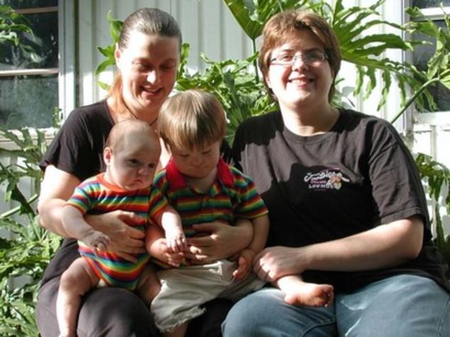 Meglio papà e mamma o papà e papà? Pediatri e psichiatri divisi