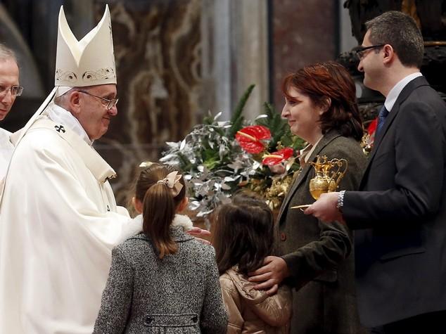Papa, non confondere la famiglia con le unioni