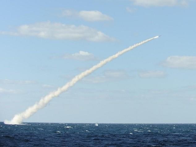 Navi iraniane sparano  razzi vicino portaerei Truman