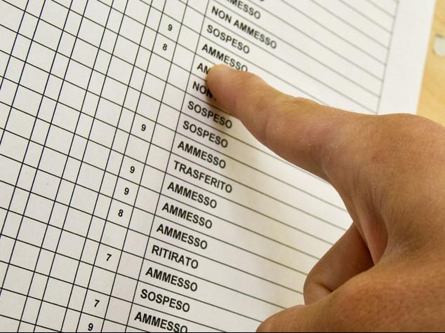 Scioperi: scrutini a rilento e disagi per chi vola a giugno