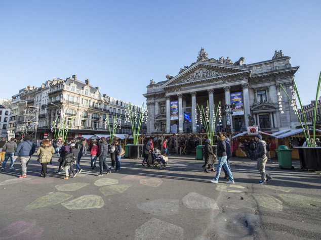 Metro e negozi aperti, unica paura a Bruxelles è eliminazione