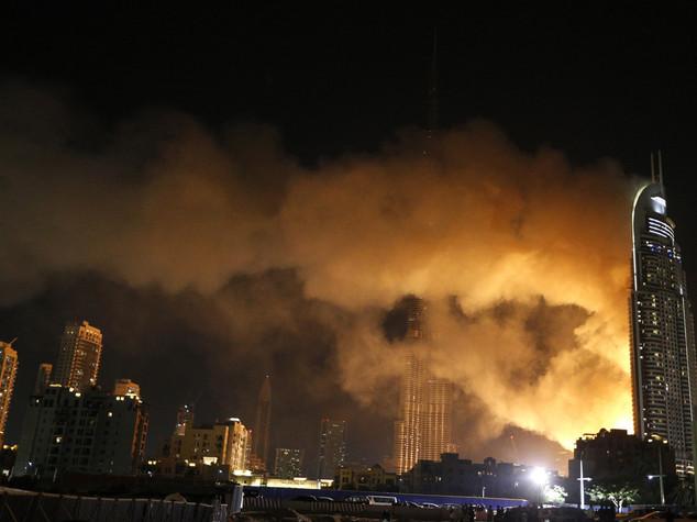 Rogo devasta grattacielo a Dubai, un morto e 15 feriti