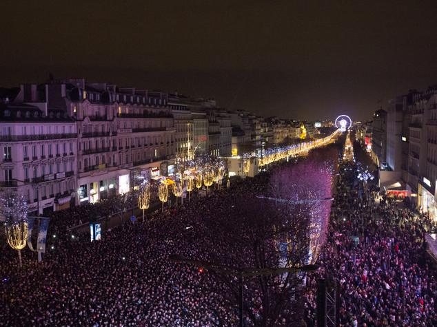 Champs Elysees affollati ma capodanno amaro a Parigi