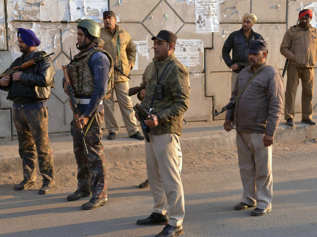 India:esplosione in base aerea attaccata, 7 morti e 2 feriti