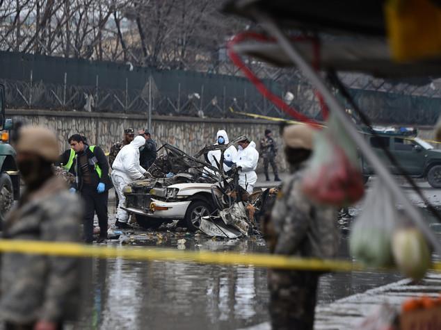 Afghanistan: attentato suicida vicino ad aeroporto di Kabul