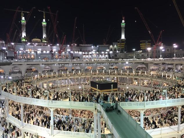 L'Iran sospende i pellegrinaggi alla Mecca
