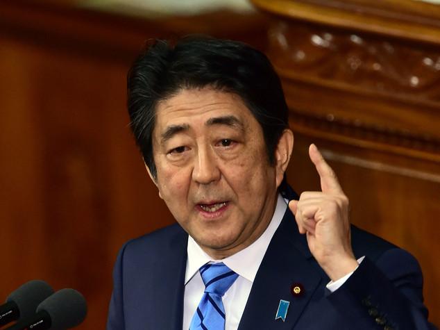 Giappone: Shinzo Abe annuncia piano rilancio da 240 miliardi di euro