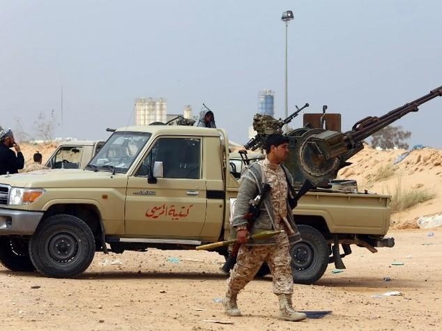 Libia: caos a Tripoili, Jadhran resta capo Guardia petrolifera
