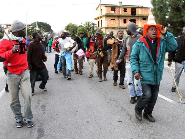 Bracciante ucciso a Rosarno, migranti in piazza