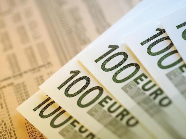 Euro chiude in forte calo sotto 1,13 dollari