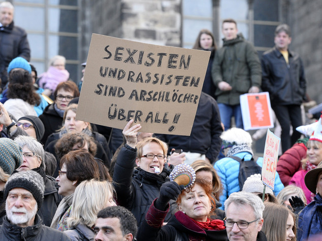 Colonia blindata, femministe, islamofobi e sinistra in piazza