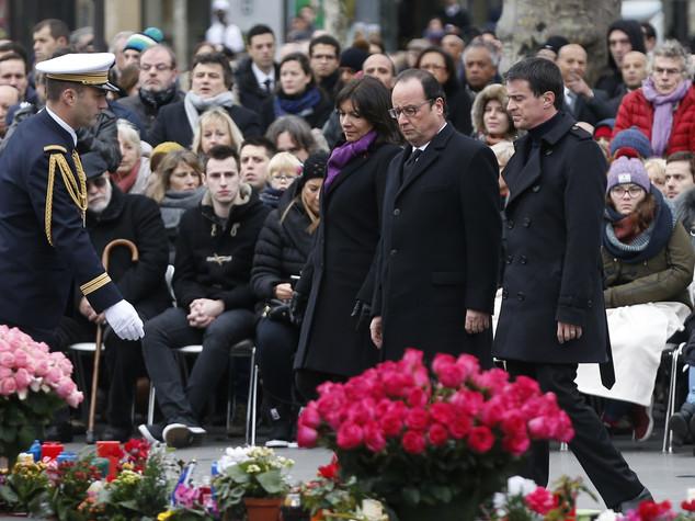 Parigi, ultimo omaggio alle vittime del terrorismo