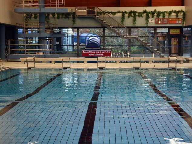 Profughi molestano bagnanti vietata piscina comunale bonn - Piscina pubblica roma ...