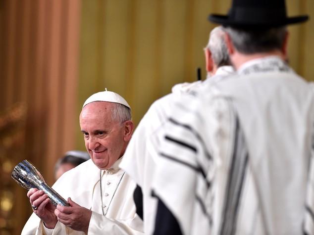 Papa ricorda Shoah, 6 milioni uccisi perche' ebrei
