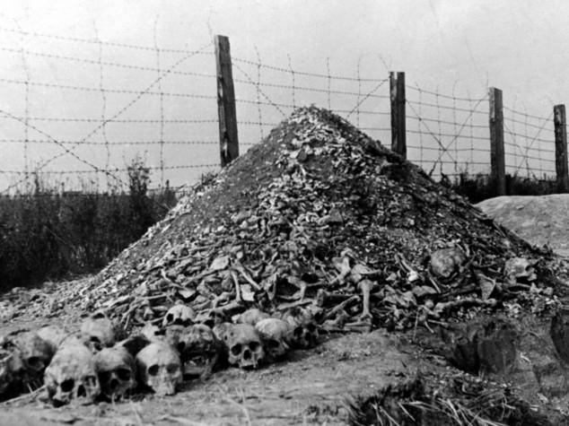 "Ex medico Auschwitz a processo,"" partecipò a 3.681 omicidi"""