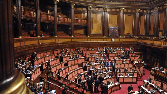 Rai: tetto di 240.000 euro a stipendi, sì del Senato
