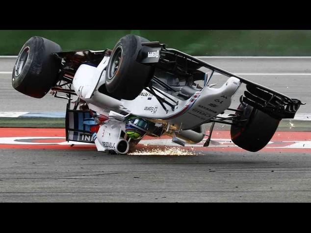F. 1: Gp Germania, Rosberg vince, paura per Massa