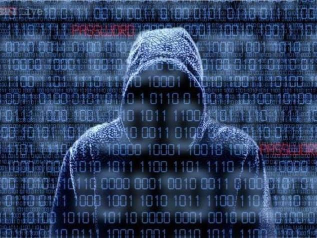 Mister X e altri sette di Anonymous sotto processo a Roma